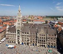 Il Neues Rathaus sul Marienplatz.