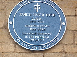 Photo of Robin Gibb blue plaque