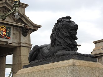 Rochester Bridge - Two lion statues guard each end of the Old Bridge