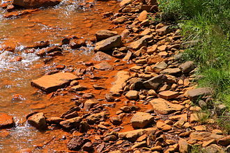 Acid mine drainage - Rocks stained by acid mine drainage on Shamokin Creek