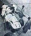 Rudolf Caracciola au ravitaillement (et futur vainqueur du Grand Prix d'Allemagne 1939 sur Mercedes-Benz W154 ).jpg