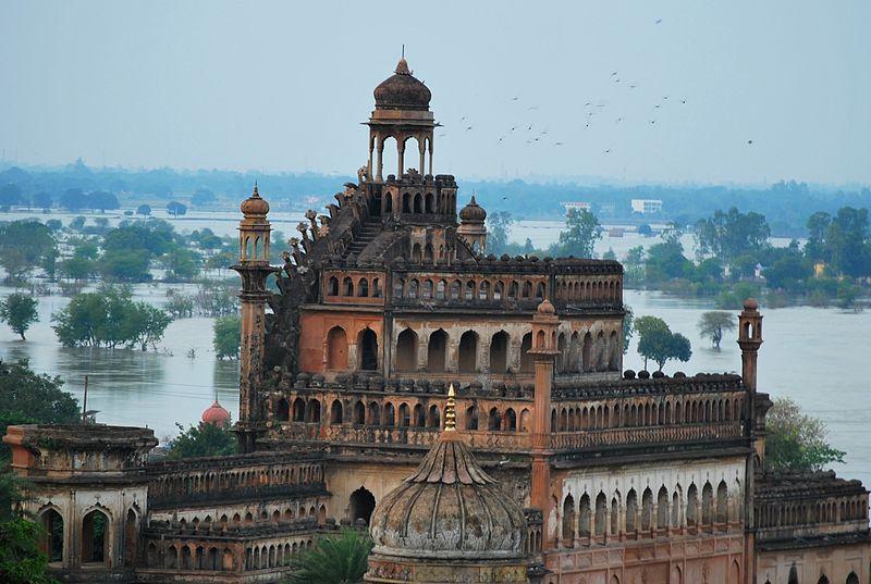Rumi Darwaza Lucknow.jpg