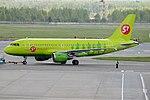 S7 Airlines, VP-BTT, Airbus A319-114 (16455325572) (2).jpg