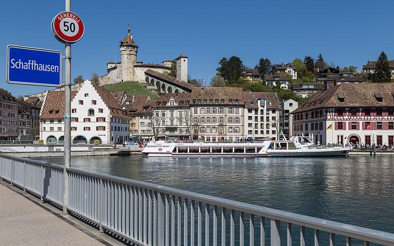 Datei:Schaffhausen mit Munot, Rhein & MS Munot 20150419-IMG 0194.JPG