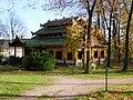 SchlossReichartshausenBirmanischesTeehausHerbst.JPG