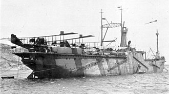 Spanish seaplane carrier Dédalo - Dédalo in dazzle paint loaded with three Felixstowe F.3 flying boats