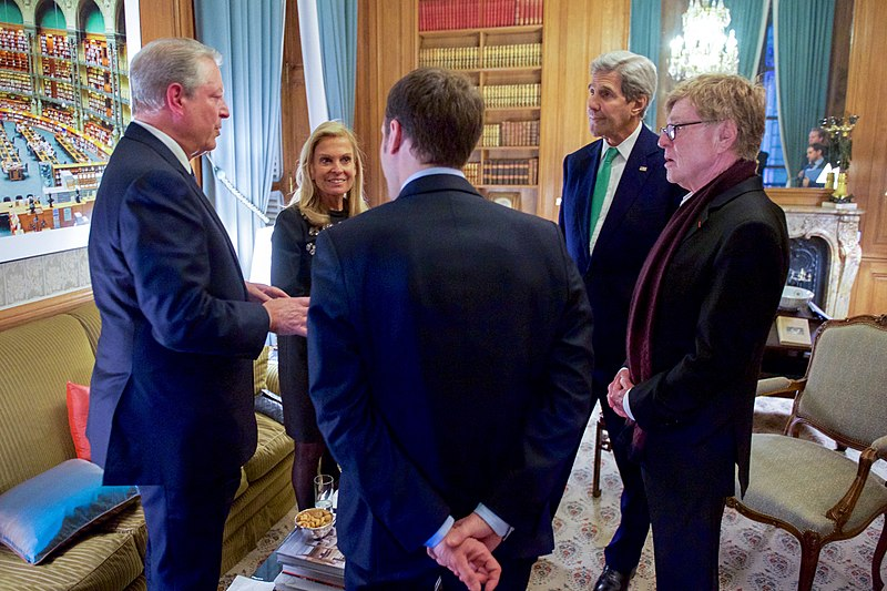 Secretary Kerry Speaks With Former Vice President Al Gore, Ambassador Jane Hartley, French Economy Minister Emmanuel Macron, and Actor-Director Robert Redford in Paris Amid the COP21 Climate Summit (23496873382).jpg
