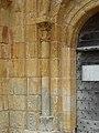 Sergeac église portail colonne (1).jpg