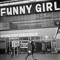 Serie. Reclamecampagne film Funny Girl. Cinema Du Midi verlicht, exterieur, Bestanddeelnr 922-1594.jpg