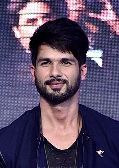 Shahid Kapoor promoting Haider.jpg