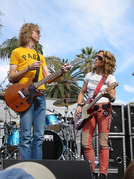 Crow at The Grove of Los Angeles, California in 2002, with guitarist Peter Stroud Sheryl Crow 003.jpg