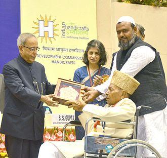 Ismail Sulemanji Khatri - Khatri (right) receiving Shilp Guru Award from President of India Shri Pranab Mukherjee at Vigyan Bhavan, New Delhi 2012