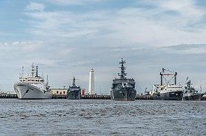Ships in Kronstadt harbour 01.jpg