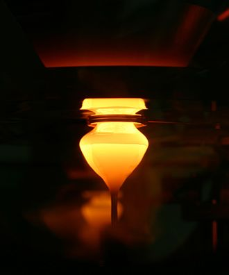 Zone melting - Silicon crystal in the beginning of the growth process
