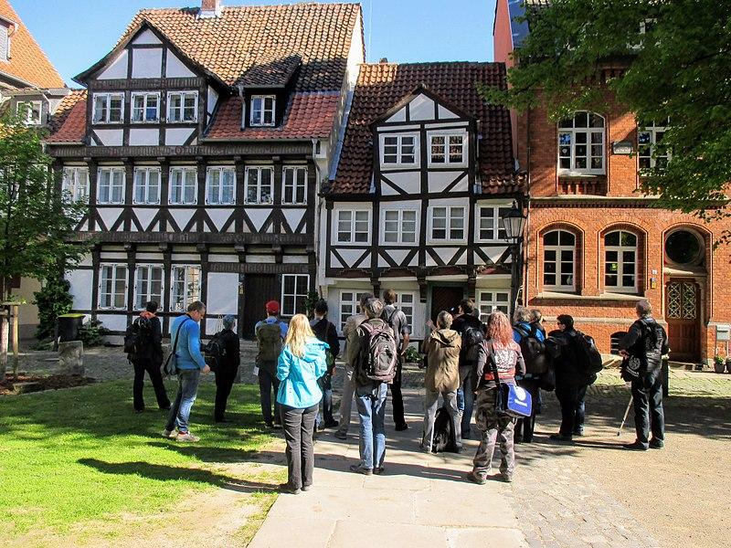 File:Sightseeing WikiLovesJulesVerne group in Braunschweig.JPG