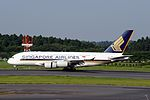 Singapore Airlines, Airbus A380-841, 9V-SKH (20163234071).jpg