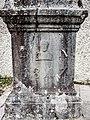Socle de la croix de droite, daté de 1847. Chapelle Saint-Ursanne.jpg