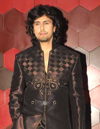 Sonu Nigam - Sonu Nigam at Zee Cine Awards, 2013