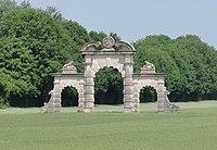 Soupir (Aisne) Porche du château détruit.JPG