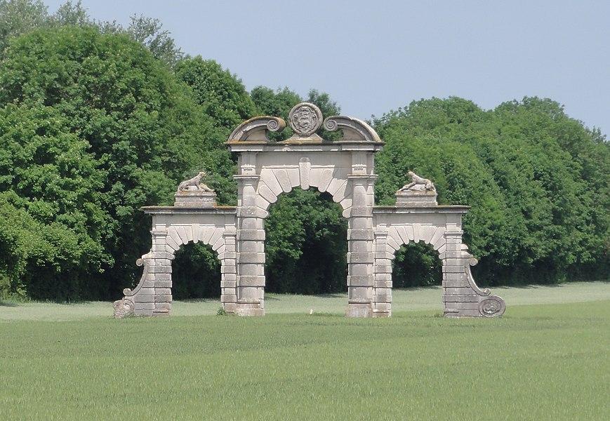 Soupir (Aisne) Porche du château détruit