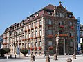 Stadthaus Seitenansicht mit Blumen Speyer Deutschland.jpg