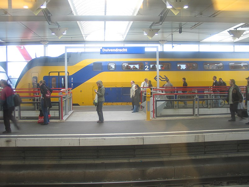 File:Station Duivendrecht II.jpg