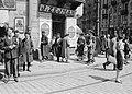 Straathoek in de Joodse wijk, met uithangborden in het Pools en Hebreeuws, Bestanddeelnr 190-0051.jpg