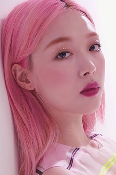 Sulli for Marie Claire Korea, July 2019 07.png