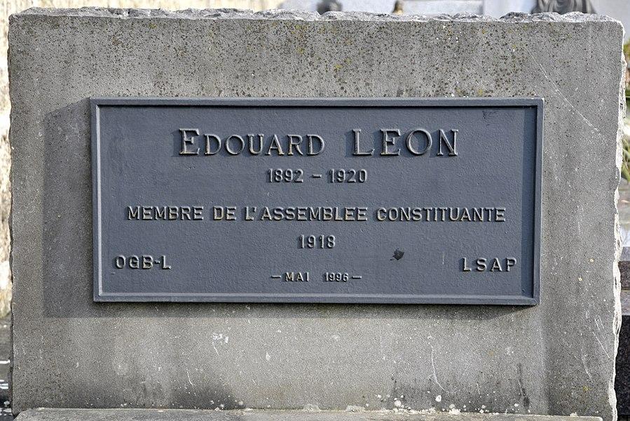 D'Graf vum Édouard Léon (1892-1920), Member vun der Assemblée constituante vun 1918, um Téitenger Kierfecht.
