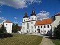Třebíč, zámek s bazilikou sv. Prokopa (01).jpg