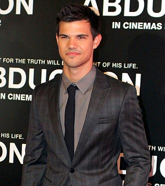 Taylor Lautner - Lautner at the Abduction premiere, 2011
