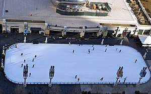 McCormick Tribune Plaza & Ice Rink - Image: The Bean and Mc Cormick Tribune Plaza