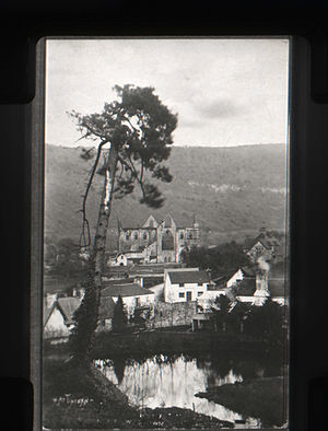 Tintern - Tintern village c. 1914 showing the Abbey, pool and Royal George hotel
