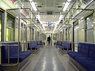 Toei 10-000 series - Image: Toei subway 10 000 traial car 20041129 4