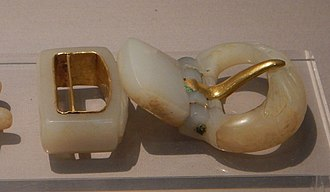 Belt buckle - A Ming dynasty white jade belt buckle with gold