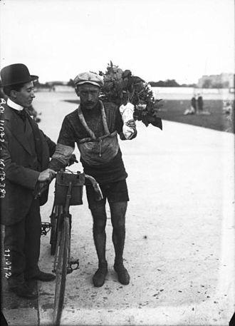 Charles Cruchon - Image: Tour de France, arrivée au Parc des Princes, 31 7 1910, Charles Cruchon