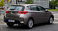 Toyota Auris 2.0 D-4D Executive (II) – Heckansicht, 1. Juni 2013, Düsseldorf.jpg