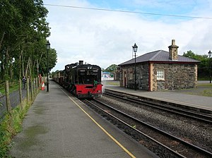 Train in Dinas station - geograph.org.uk - 1062787.jpg