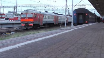 Файл:Trains at Kursky terminal in Moscow.webm