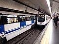 Trenes en metro Santo Domingo.jpg