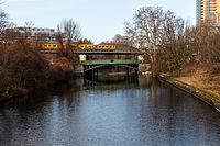 U-Bahn über dem Landwehrkanal 20150224 10.jpg