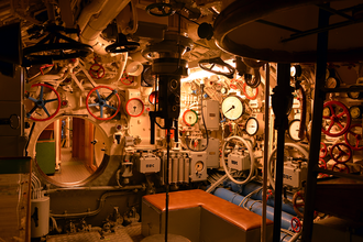 German submarine U-995 - Image: U995 Zentrale