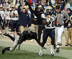 US Navy 081206-N-5549O-003 U.S. Naval Academy slot back Shun White (^26) outruns U.S. Military Academy defensive back Mario Hill to score a touchdown in the first quarter.jpg