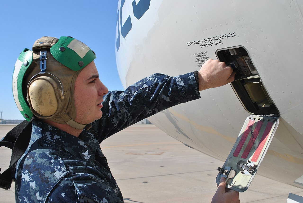 File:US Navy 111207-N-GO535-100 Aviation Machinist\'s Mate 2nd Class ...