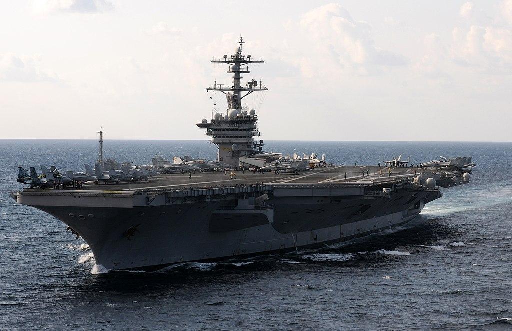 مجموعة عمل حاملة الطائرات 1024px-US_Navy_120120-N-GZ832-328_The_Nimitz-class_aircraft_carrier_USS_Carl_Vinson_%28CVN_70%29_is_underway_in_the_Arabian_Sea