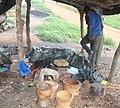 Un fabricant de mortier à Aboisso.jpg