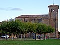 Urroz Villa - Plaza del Ferial e Iglesia.jpg
