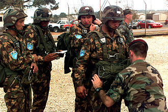 Armed Forces of the Republic of Uzbekistan - Uzbek soldiers during a parachute training at Fort Bragg (North Carolina) in 1997