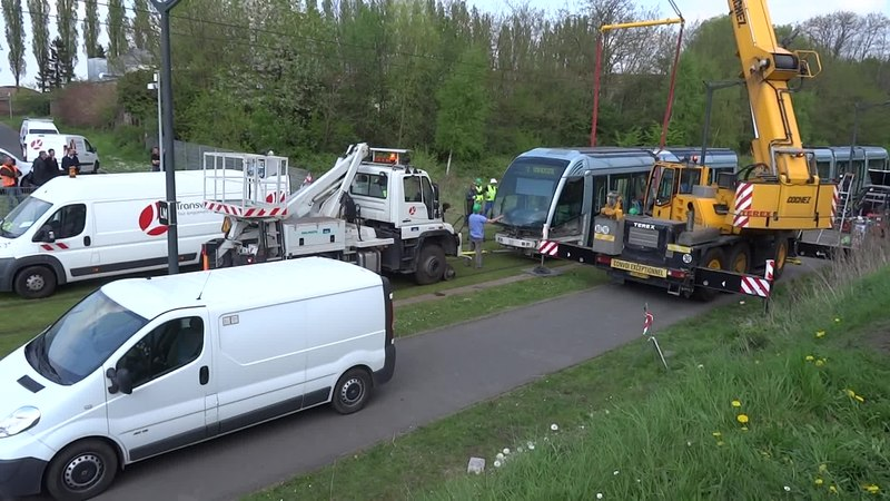 File:Valenciennes & Anzin - Déraillement de la rame de tramway n° 17 à la sortie du dépôt de Saint-Waast le 11 avril 2014 (082A).ogv