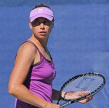 [Image: 220px-Vera_Zvonareva_at_the_2010_US_Open_01.jpg]